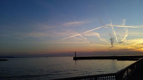 夕日と飛行機雲2.jpg